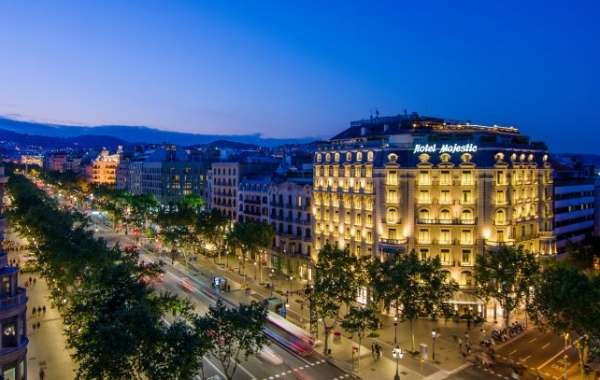 Barcelona Travel Guide 2020: What to Do & Where to Stay