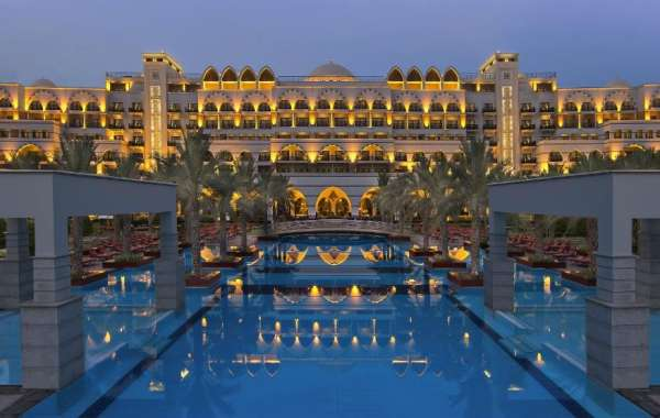 Enticing Offers to Unwind at the Luxurious Beachside Resort, Jumeirah Zabeel Saray