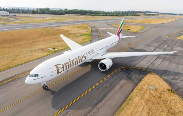Emirates Resumes Flights to Muscat and Entebbe